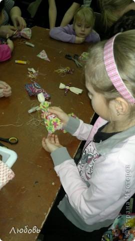 """Этих куколок Веснянок сделали Анна ( мама) и Олеся (дочка) на моём мастер-классе, который прошёл в клубе """"Интеграл"""" в фойе за большим столом для всех желающих.  фото 6"""