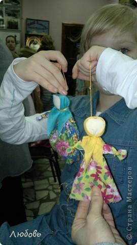"""Этих куколок Веснянок сделали Анна ( мама) и Олеся (дочка) на моём мастер-классе, который прошёл в клубе """"Интеграл"""" в фойе за большим столом для всех желающих.  фото 9"""