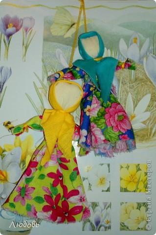 """Этих куколок Веснянок сделали Анна ( мама) и Олеся (дочка) на моём мастер-классе, который прошёл в клубе """"Интеграл"""" в фойе за большим столом для всех желающих."""