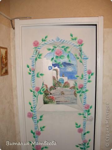 Здравствуйте жители СМ! Я к вам сегодня с росписью двери. Это продолжение моей работы. Арку я сделала ранее. Вид из окна рисовала акриловыми красками. Как получилось судить вам. Желаю приятного просмотра и отличного настроения! фото 1