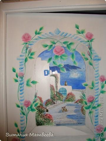 Здравствуйте жители СМ! Я к вам сегодня с росписью двери. Это продолжение моей работы. Арку я сделала ранее. Вид из окна рисовала акриловыми красками. Как получилось судить вам. Желаю приятного просмотра и отличного настроения! фото 4