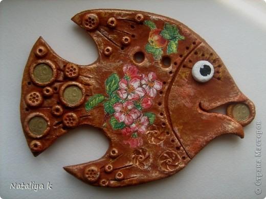 Здравствуйте,мои хорошие!!!Я сегодня к Вам со своими новыми денежными рыбками. Предыдущий эксперимент с декупажной денежной рыбкой так понравился,что решила продолжить-не надоела ещё? ))) фото 5
