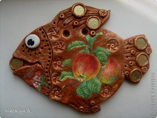Здравствуйте,мои хорошие!!!Я сегодня к Вам со своими новыми денежными рыбками. Предыдущий эксперимент с декупажной денежной рыбкой так понравился,что решила продолжить-не надоела ещё? ))) фото 6