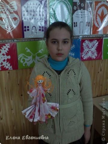 Снежа, использовав свои умения в оригами, решила для сестры смастерить такую вот принцессу. Мы все были в восторге. Думаю, что сестричке тоже понравилось. фото 2