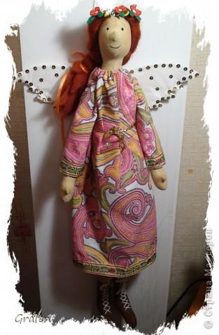 Мой первый ангел в технике тильда, очень понравилось шить его получила много удовольствия, рост 65 см.  Материалы: тонированная бязь, синтепон, бязь, паетки, ленточки, шерсть для валяния