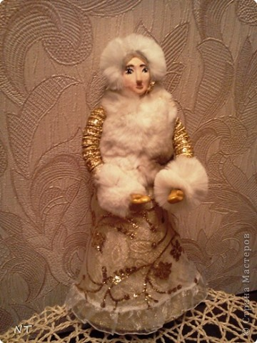 "Каркасная кукла ""ЗИМУШКА - ЗИМА""(детская коллективная работа) фото 1"