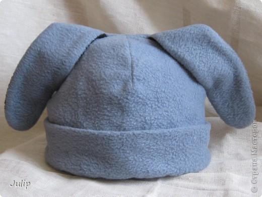 Изначально шапка шилась сыну для утренника на Новый год, но с расчетом дальнейшей переделки - для будней. Аппликацию пришлось делать самой (в магазинах не нашла ни чего подходящего).    фото 2