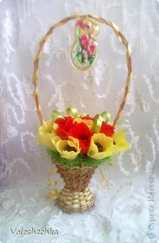 Привет всем моим гостям)  Перед вами еще одна моя работа - весенняя корзинка со сладкими тюльпанами, которую сделала в подарок.  фото 1