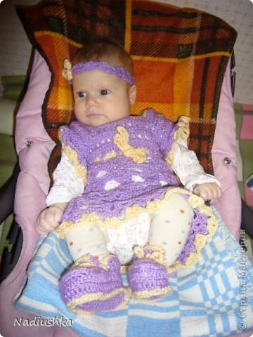 Вот решила показать свои работы, которые накопились с рождения моей крохи. Это шарфик связала ей на крестины. Очень пряжа понравилась секционная - вязала просто столбиками с накидом, а получилось нарядно фото 5