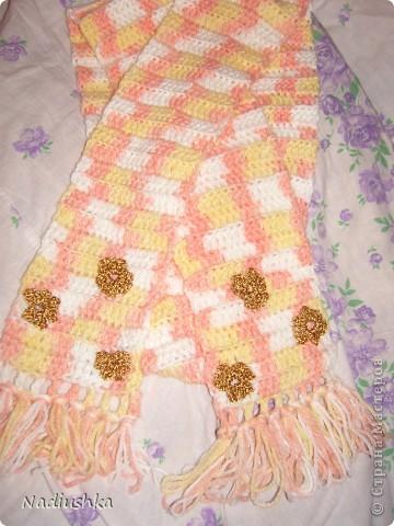 Вот решила показать свои работы, которые накопились с рождения моей крохи. Это шарфик связала ей на крестины. Очень пряжа понравилась секционная - вязала просто столбиками с накидом, а получилось нарядно фото 1
