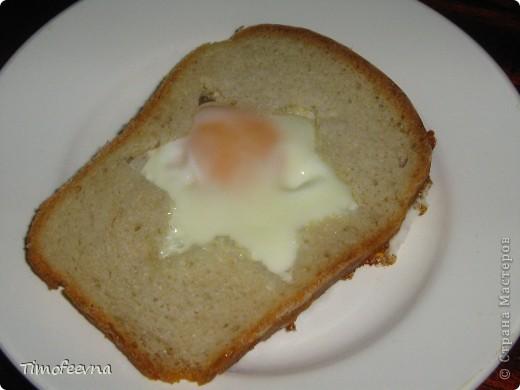 """Здравствуйте, дорогие гости!В этом блоге я покажу бутербродики, которые делаю своим детям на завтрак. """"Лунтик"""" (хлеб, масло, сыр, колбаса, варёное яйцо) фото 5"""