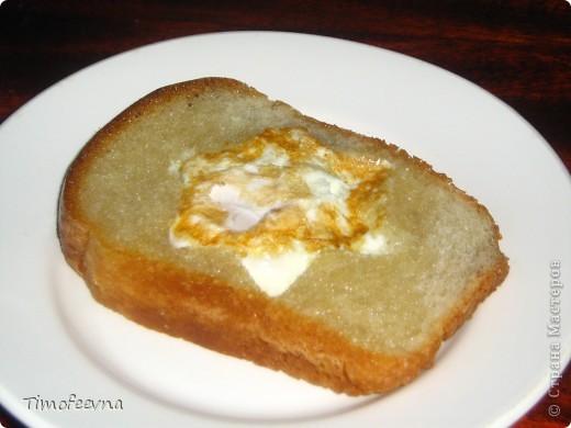 """Здравствуйте, дорогие гости!В этом блоге я покажу бутербродики, которые делаю своим детям на завтрак. """"Лунтик"""" (хлеб, масло, сыр, колбаса, варёное яйцо) фото 4"""