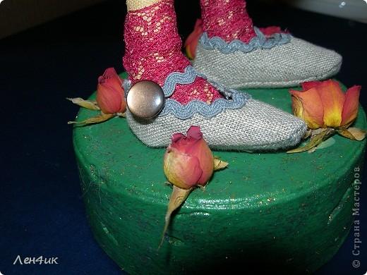 Еще одна тыквоголовка. Как  только оделась - накрасилась, сразу и имя появилось и профессия. Зовут Марта, она садовница. Вся в природе., вся в цветочках. фото 5