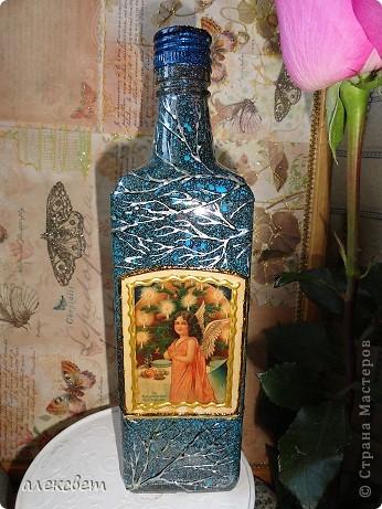 Предлагаю на Ваш суд ... 1 бутылочка. Использовала Акриловые краски(аэрозоль). контуры, золотой объёмный контур, картинка из журнала, лак.  Набрызг. фото 1