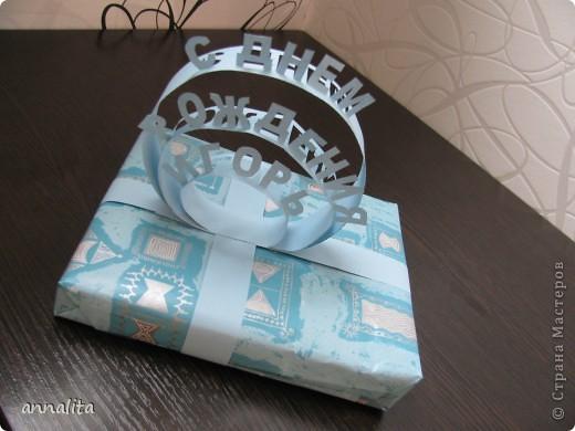 Эту открыточку сделала мужу на День рождение буквально за час. Рубашечку выполнила в технике оригами, а дальше просто подобрала нужную по тону бумагу и все соединила. фото 5