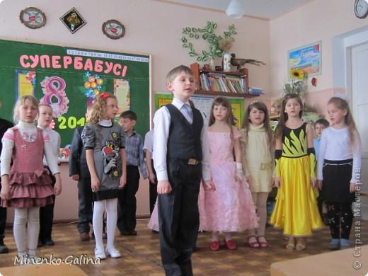 """Накануне 8 марта в нашем 2 классе прошёл праздник """"Супербабусі 2012 """". К празднику,кроме поздравлений нужно было приготовить подарки. фото 23"""