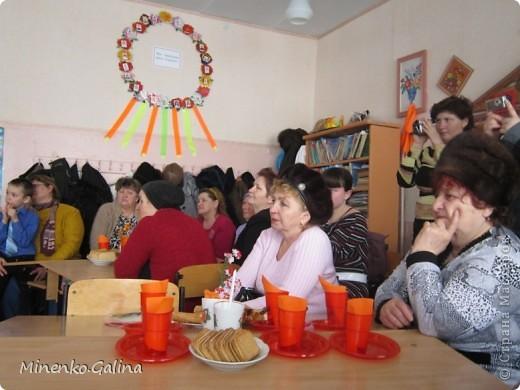 """Накануне 8 марта в нашем 2 классе прошёл праздник """"Супербабусі 2012 """". К празднику,кроме поздравлений нужно было приготовить подарки. фото 25"""