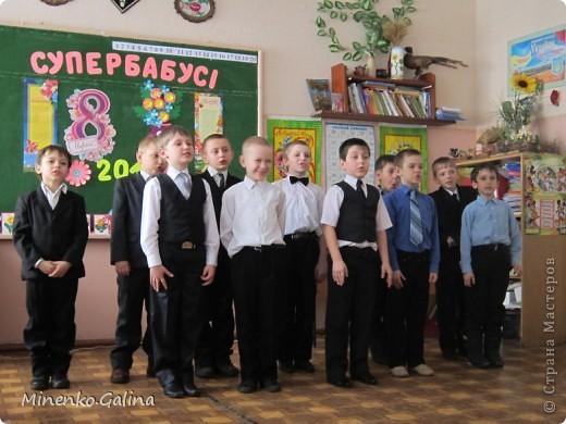 """Накануне 8 марта в нашем 2 классе прошёл праздник """"Супербабусі 2012 """". К празднику,кроме поздравлений нужно было приготовить подарки. фото 27"""