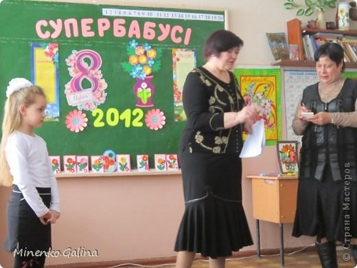 """Накануне 8 марта в нашем 2 классе прошёл праздник """"Супербабусі 2012 """". К празднику,кроме поздравлений нужно было приготовить подарки. фото 28"""
