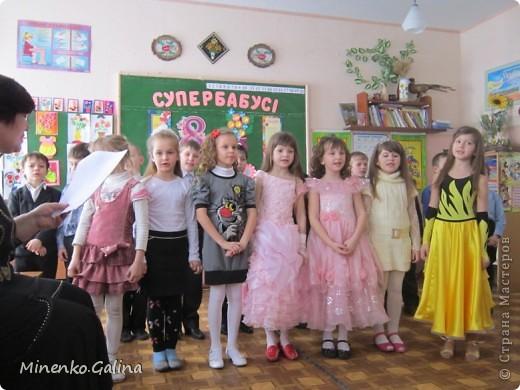 """Накануне 8 марта в нашем 2 классе прошёл праздник """"Супербабусі 2012 """". К празднику,кроме поздравлений нужно было приготовить подарки. фото 30"""