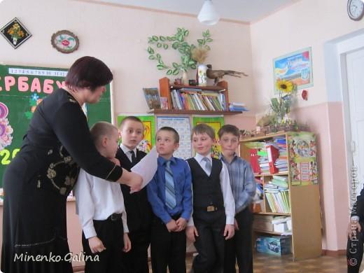 """Накануне 8 марта в нашем 2 классе прошёл праздник """"Супербабусі 2012 """". К празднику,кроме поздравлений нужно было приготовить подарки. фото 31"""