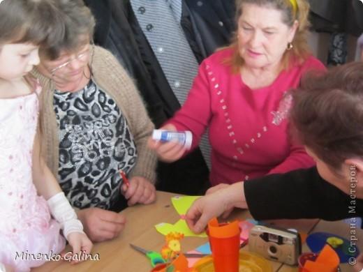 """Накануне 8 марта в нашем 2 классе прошёл праздник """"Супербабусі 2012 """". К празднику,кроме поздравлений нужно было приготовить подарки. фото 32"""