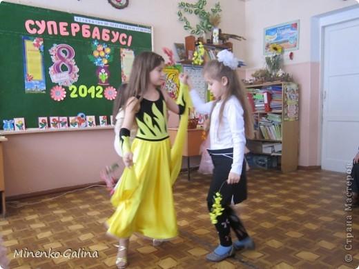 """Накануне 8 марта в нашем 2 классе прошёл праздник """"Супербабусі 2012 """". К празднику,кроме поздравлений нужно было приготовить подарки. фото 39"""