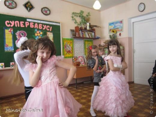 """Накануне 8 марта в нашем 2 классе прошёл праздник """"Супербабусі 2012 """". К празднику,кроме поздравлений нужно было приготовить подарки. фото 40"""