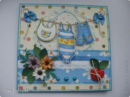 Добрый день всем.Сегодня я с подарком для маленького мальчика ,которому сегодня ровно месяц от роду.У знакомых такое знаменательное событие.Можно сказать первый юбилей.Вот решила сделать маленький подарочек в честь этого события:открытка и первая обувь для малыша-вязаные пинетки. Вовремя попался МК по вязанию такой обувки http://www.liveinternet.ru/users/3882979/post131774577. Оказалось все очень просто и понятно.а главное быстро.Связала за пару часов фото 3