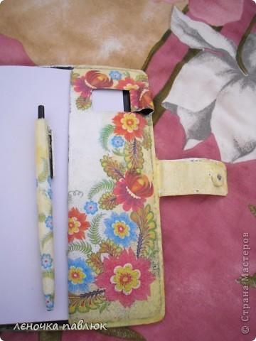 вид с переди с закрытой застёжкой и с подставочкой и ручкой фото 7
