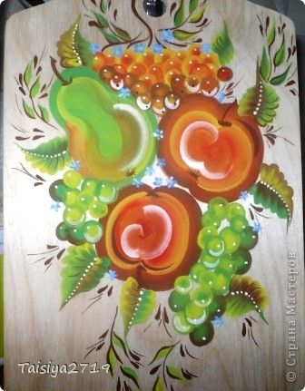 Роспись выполнена в технике двойного мазка. Нарисованы самые простые бутоны и листья, на темном фоне. фото 5
