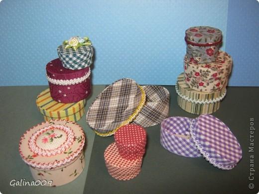 Коробочки сделаны из картона и обтянуты разной тканью. Самая маленькая коробочка в горошек в диаметре 1,5 см. фото 4