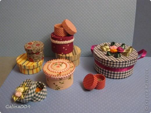 Коробочки сделаны из картона и обтянуты разной тканью. Самая маленькая коробочка в горошек в диаметре 1,5 см. фото 1