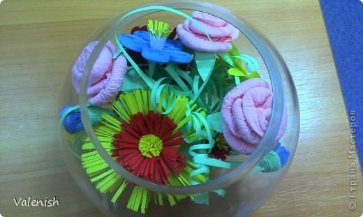 Вдохновилась композицией Оли https://stranamasterov.ru/node/223783 Сделала для подружки подарок: розочки из салфетки, остальные цветы квиллинг. Подставка стаканчик для рассады, загрунтованный и покрашенный коричневым. фото 1