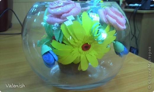 Вдохновилась композицией Оли https://stranamasterov.ru/node/223783 Сделала для подружки подарок: розочки из салфетки, остальные цветы квиллинг. Подставка стаканчик для рассады, загрунтованный и покрашенный коричневым. фото 3
