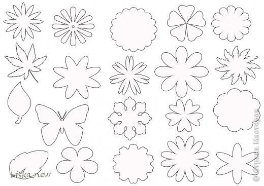 1. Выбираем понравившиеся цветы и вырезаем шаблон 2. На заранее тонированной кофе (можно чаем) бумаге хаотично...