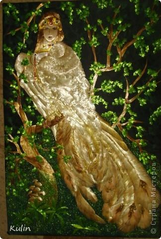 Гамаюн, птица вещая   На гладях бесконечных вод,  Закатом в пурпур облечённых,  Она вещает и поёт,  Не в силах крыл поднять смятенных…  Вещает иго злых татар,  Вещает казней ряд кровавых,  И трус, и голод, и пожар,  Злодеев силу, гибель правых…  Предвечным ужасом объят,  Прекрасный лик горит любовью,  Но вещей правдою звучат  Уста, запёкшиеся кровью!.. (А.Блок)  фото со вспышкой.... фото 1