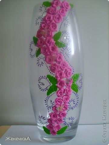 Вот такая вазочка и розами. Уж больно мне этот цвет пластики нравится. фото 1