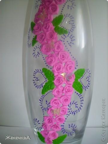 Вот такая вазочка и розами. Уж больно мне этот цвет пластики нравится. фото 3
