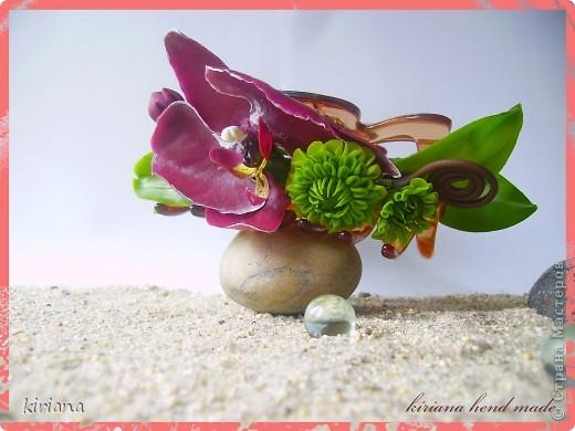 Здравствуйте жители Страны! Вот такая заколочка краб уменя получилась, с орхидеями фаленопсис и хризантемами. Честно говоря, мне самой очень нравится такое сочетание, надеюсь Вам тоже понравится! фото 2