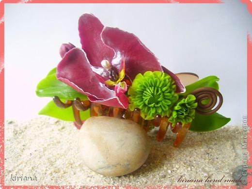 Здравствуйте жители Страны! Вот такая заколочка краб уменя получилась, с орхидеями фаленопсис и хризантемами. Честно говоря, мне самой очень нравится такое сочетание, надеюсь Вам тоже понравится! фото 1