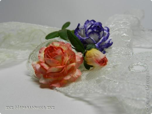 Всем здравствуйте!Выношу вам на суд мой первый МК!Сразу же даю ссылочку на сайт Астории http://astoriaflowers.blogspot.com/2012/01/blog-post_7452.html  По её МК я училась делать розы,основной принцип взят оттуда.Там же есть шаблоны цветов,как их подготовить к работе;поэтому эти подробности я повторять не буду))Расскажу об окраске и собственно сборке розы)Вот,что нам понадобится: фото 11