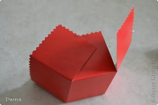 Всем доброго дня!!! Хочу предложить вам сделать корзинки из картона к пасхе. В них можно положить конфетки, яйцо и вообще все что вам захочется! фото 10