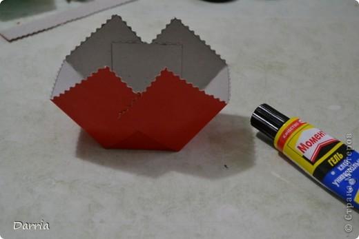 Всем доброго дня!!! Хочу предложить вам сделать корзинки из картона к пасхе. В них можно положить конфетки, яйцо и вообще все что вам захочется! фото 11