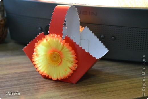 Всем доброго дня!!! Хочу предложить вам сделать корзинки из картона к пасхе. В них можно положить конфетки, яйцо и вообще все что вам захочется! фото 19