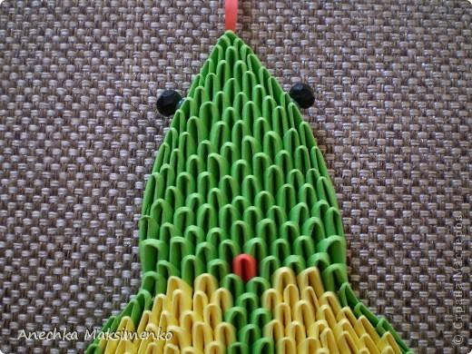 По просьбам Мастериц решила сделать небольшой Мастер - класс своей Кобры. Новую змею,честно признаюсь,собирать не хотелось.Так как нужно было бы очень много новых модулей,поэтому решила разобрать готовую и по ней сделать описание.  Всего на кобру ушло около 2300 модулей. Из них зеленых - около 1200 модулей (19 листов А4), желтых - 800 (12,5 листов А4), красных - 146 (2,3 листа А4), розовых - 150 (2,3 листа А4), черных - 2 модуля. Модули я  использовала размером 1/64 листа А4.  Надеюсь мой Мастер-класс кому-то пригодится)))Если возникнут вопросы - спрашивайте!))) фото 3