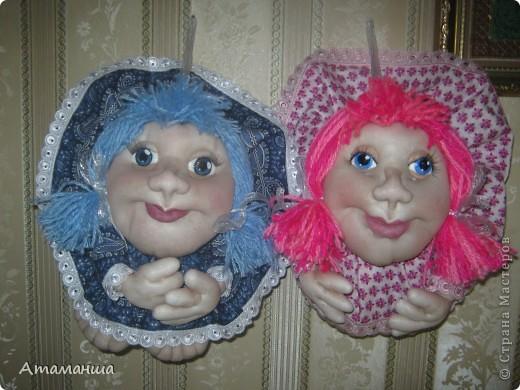 В честь Всемирного праздника кукольников сегодня появились две новеньких... Они разные, но все таки сестренки и шились одновременно. И поедут жить в стольный град Москву, в Солнцево, к двум очень хорошим женщинам, маме и дочке. Поэтому надеюсь, что сестренки смогут ещё встретиться фото 1