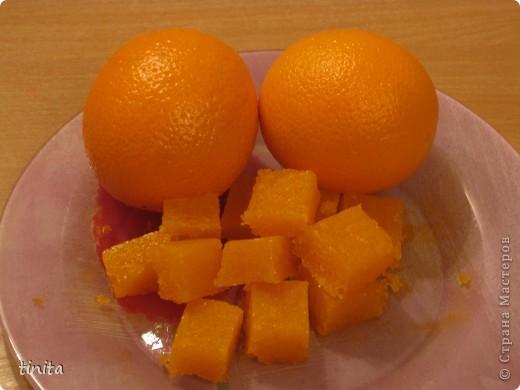 Освежающий скраб для лица. Нам понадобится: 50 гр мыльной прозрачной основы; 40 гр. масла облепихового; 100 гр сахара; эм апельсина.