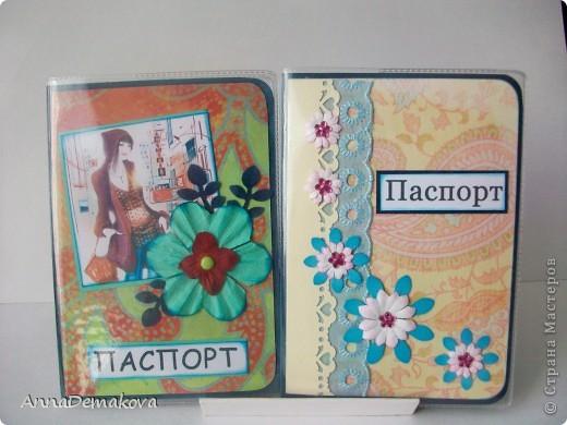 Натворила я опять обложечек. Да, они действительно похожи, но я стараюсь, чтобы они всетаки были разными. Мне кажется, что обложка для паспорта должна быть красивой и в меру декорирована. Это же все-таки для документа. И по этой самой причине стараюсь не делать много украшений. Хотя......... я и в открытках как-то не очень разнообразна. Но что поделать - мой стиль. Выставляю на ваш суд свои работы. Каждый раз, когда делаю обложки, задаю себе вопрос, а нужно ли их показывать? И каждый раз отвечаю - пусть будут. Может пригодятся кому-то.  фото 2