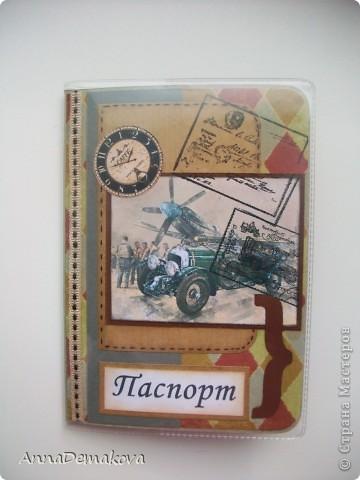 Натворила я опять обложечек. Да, они действительно похожи, но я стараюсь, чтобы они всетаки были разными. Мне кажется, что обложка для паспорта должна быть красивой и в меру декорирована. Это же все-таки для документа. И по этой самой причине стараюсь не делать много украшений. Хотя......... я и в открытках как-то не очень разнообразна. Но что поделать - мой стиль. Выставляю на ваш суд свои работы. Каждый раз, когда делаю обложки, задаю себе вопрос, а нужно ли их показывать? И каждый раз отвечаю - пусть будут. Может пригодятся кому-то.  фото 8